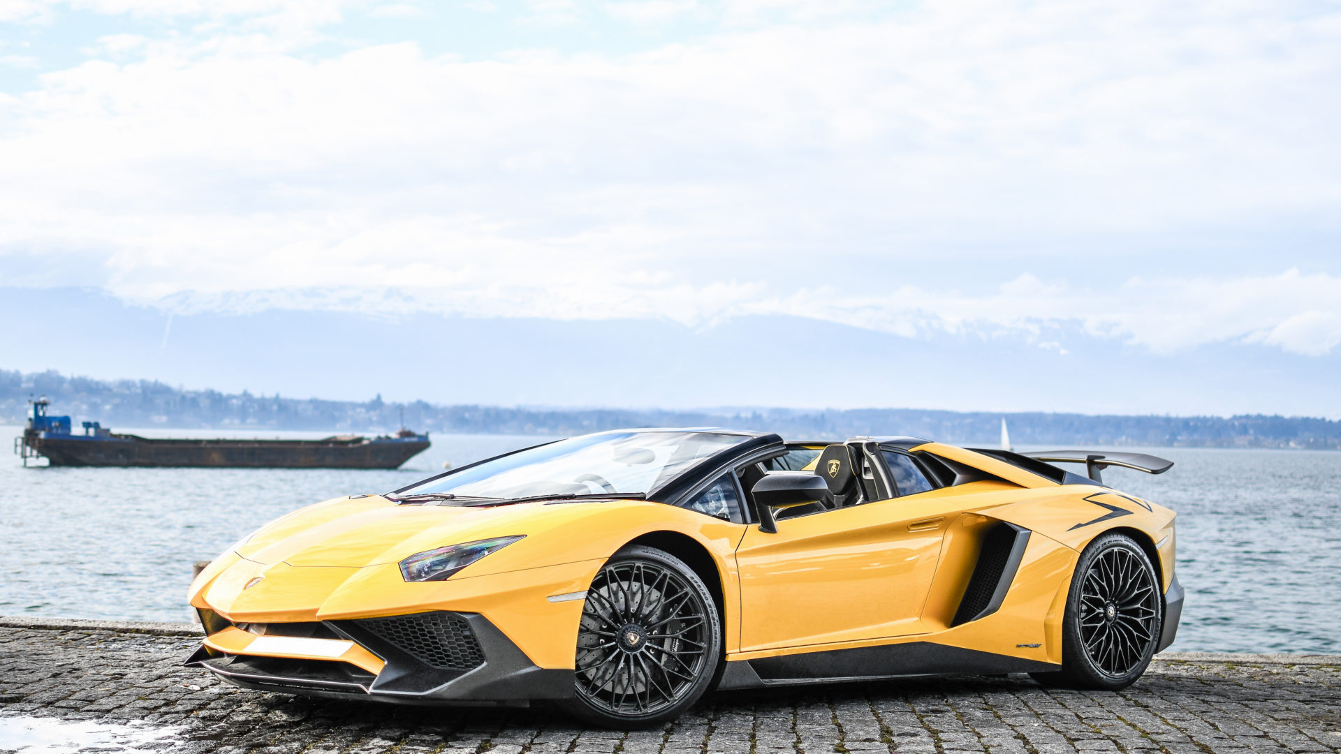 aventador-sw-roadster-supercars-media