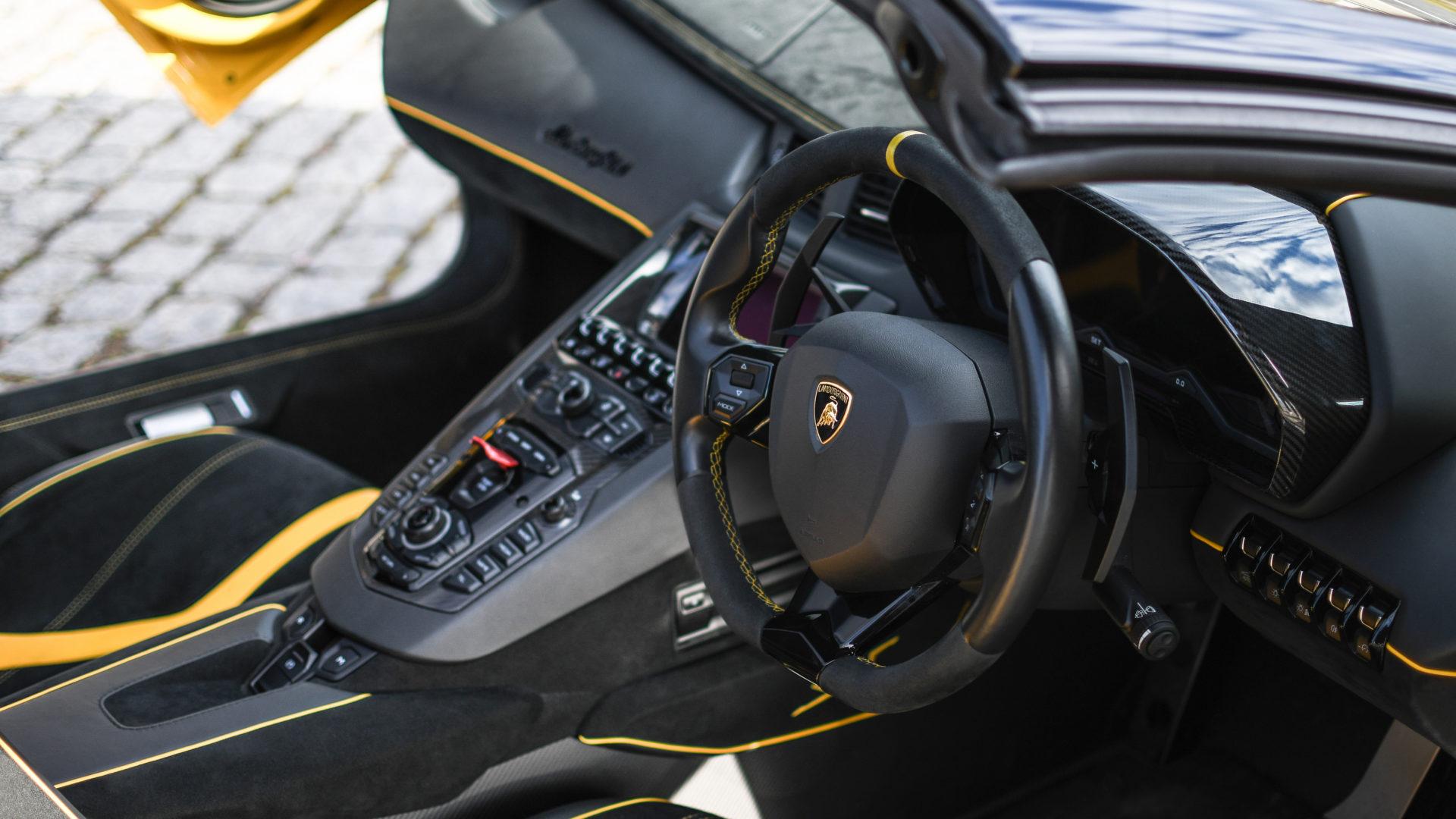 aventador-sw-roadster3-supercars-media